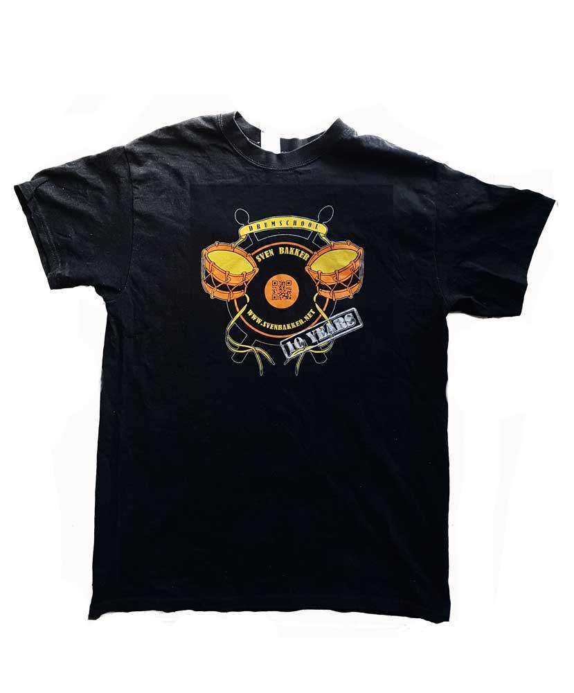 Officiëel shirt met logo voor 10-jarig bestaan Drumschool Sven Bakker